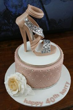 Stunning shoe cake! I'd want a bit more color than beige but I love the sparkly on the shoe and the pretty daisy.
