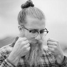 @gilyeatman #beard #beardgang #beards #beardeddragon #bearded #beardlife #beardporn #beardie #beardlover #beardedmen #model #blackandwhite #beardsinblackandwhite #style Please all follow @thebeardmag, an online beard magazine dedicated to Lifestyle and Grooming features, plus much more! www.thebeardmag.com