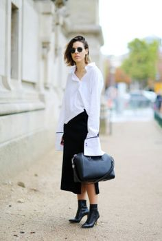 Minimalistista tyyliblogia Modern Legacy kirjoittava Kaitlyn Ham on yksi Australian suosituimmista bloggaajista. Hamin midiasu on täydellinen suoraan töistä juhliin lähtevälle: Vaihda laukku pieneen clutchiin ja harkitse nilkkureiden korvaamista avokkailla.