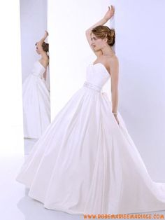 Belle robe de mariée ballon sans bretelle 2012 appliques taffetas perles taffetas