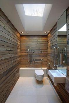Banheiro rústico adaptado para cadeirantes