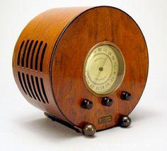 "Art Decó radio ~ 1937 ""Circular"""