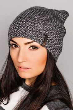 ♥Вязаные шапки - всегда в тренде♥Шапка бини спицами-в этом видео уроке вы увидите как можно связать модную вязаную шапку бини спицами своими руками.How to knit a hat....