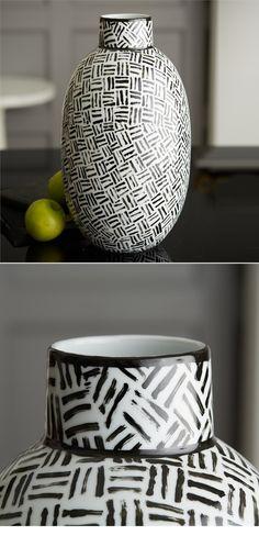 48 Ideas Flowers Vase Ideas Ceramic For 2019 Black And White Vase, White Vases, Blue Drawings, Egg Designs, Luxury Decor, Vases Decor, Flower Vases, Living Room Designs, White Ceramics
