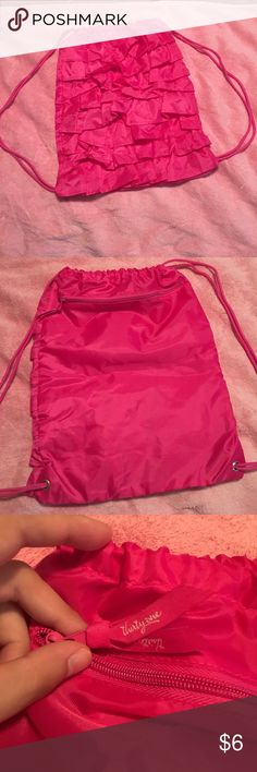 Thirty One ruffles drawstring bag Great condition! Thirty One Bags Backpacks