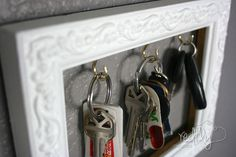 Frame a Place to Hang Your Keys! - Are you like me?  Always looking around the house for your keys?  In our previous home we had a little place for our keys, bu…
