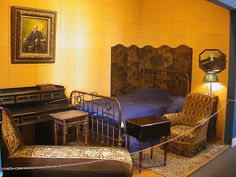 Paris - Carnavalet Museum - Marcel Proust's bedroom. (http://www.flickr.com/photos/15434282@N00/362911695/in/photostream/)
