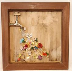 Quadro decorativo parede Easy Diy Crafts, Creative Crafts, Diy Crafts To Sell, Decoupage Vintage, Arts And Crafts, Paper Crafts, Mosaic Garden, Frame Crafts, Dollar Store Crafts