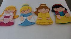 Dedoches em feltro. Possui 4 peças.                                                                                                                                                                                 Mais Felt Puppets, Felt Finger Puppets, Shadow Puppets, Projects For Kids, Crafts For Kids, Arts And Crafts, Frozen, Felt Board Templates, Puppet Patterns
