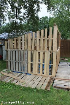 Pallet Furniture Projects Project: Pallet Shed- Walls and Framing Pallet Shed Plans, Pallet Barn, Pallet Walls, Pallet Furniture, Barn Plans, Furniture Projects, Pallet Building, Building A Shed, Building Homes