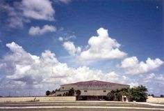 Hollywood Sportatorium as it was, now demolished. a Sedano's supermarket sits on the former site. Miami Images, Hollywood Florida, Broward County, Magic City, Major Events, Vintage Florida, Tear Down, Sunshine State, Fort Lauderdale