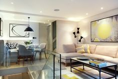 London Townhouse Defined by Artwork and Color Accents - http://freshome.com/London-townhouse/