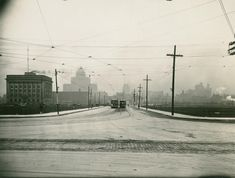 : Bay St & Queens Quay, looking north. Period during construction of Railway Viaduct Railway lines are non the upper level, but street car tracks ran on a temporary ramp, as did all traffic, and level traffic conditions still existed Unknown Picture, Quay West, Library Locations, Cool Photos, Amazing Photos, Downtown Toronto, Historical Pictures, Old City, Old Pictures