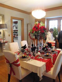 Hammers and High Heels: Must See Home Decor OVERLOAD! Bachman's Idea House 2010.... some cool ideas for Christmas