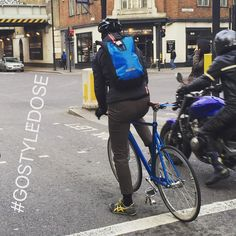 Match your bag to bike Monday #bicyclepannier #gostyledose Your daily dose of London cycle street style by Jacqui Ma #cyclestyle #cyclechic #bikestyle #cyclestyle #eastlondon #hackney #whyibike #singlespeed #spaceforcycling #instabike #bicycles #fixie #bikeinthecity #bikepretty #bike #gostyledose