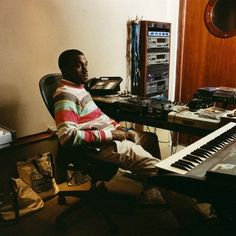 Recording studio image gallery picture gallery featuring images of recording studios some of our favorite recording artists in the lab. Dream Music, New Music, Music Studio Room, Music Pics, Hip Hop Art, Recording Studio, Electronic Music, Kanye West, Yeezy
