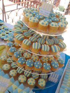 #στολισμος βαπτισης cup cakes ρηγέ, πουά κιτρινο μπλε, stolismos baptisis cup cakes rige, poua, kitrino mple