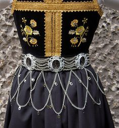 История Польского костюма Art Costume, Folk Costume, Costumes, Polish Embroidery, Folk Embroidery, Historical Costume, Historical Clothing, Historical Images, Welsh
