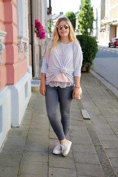 Ich liebe Spitzen-Details! Besonders im Herbst zu Pullovern sehen verleihen Spitzensäume dem Look das gewisse Etwas. Mehr zum Look gibt's auf meinem Blog: http://jillepille.com/spitzen-details/