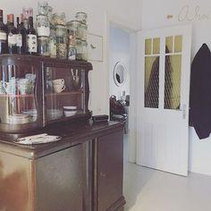 Da ist sie mal - die andere Seite der Küche ️ Kommt gut in den Feierabend!  #ahoi #decoration #dieandereseite #door #germaninteriorbloggers #Hamburg #hh #home #homedecor #interior #interiorblogger #interiordesign #interiors #kitchen #kitchenstuff #Küche #myhome #newperspective #perspektiven