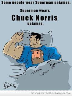 Algunas personas llevan pijamas de Superman...  Superman lleva pijamas de Chuck Norris