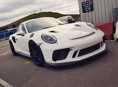 Absolute car goals, new 991.2 GT3RS at knockhill tonight #porsche #pornsche #gt3rs #knockhill #knockhillracingcircuit #revlimits…