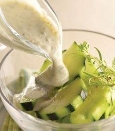 Ensalada de pepino con aderezo de yogur