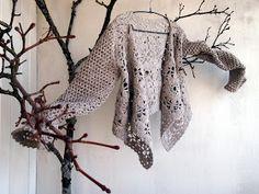 Parvekkeelle tuomani   vaahteranoksat   alkoivat kantaa hedelmää.           Ovatko nämä villaomenoita?          Kypsiä?          ...