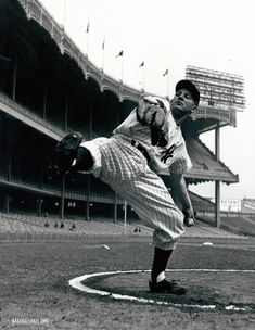 Whitey Ford warming up at Yankee Stadium during his final year in Mlb Players, Baseball Players, Baseball Field, New York Yankees Stadium, Yankees Fan, Stadium Tour, Yankee Stadium, Basketball Floor, Nationals Baseball