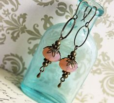 Earrings Handmade use asection of larger looped chain to make components Handmade earrings via Etsy - Wire Jewelry, Jewelry Crafts, Beaded Jewelry, Jewelery, Silver Jewelry, Vintage Jewelry, Jewelry Ideas, Jewellery Box, Beaded Earrings