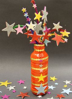 How to make a firework decoration (Baker Ross) - colourful fun Bonfire Night craft! Bonfire Crafts For Kids, Bonfire Night Activities, Bonfire Night Crafts, Bonfire Night Food, Bonfire Night Party Decorations, Autumn Activities, Kids Crafts, Christmas Decorations, Holiday Decor