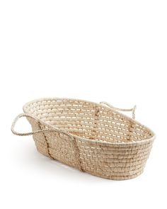 This multi-purpose Badger Moses basket can be used for storing stuffed animals or linens, or as a bed for dolls or pets once your baby outgrows it. To complete the ensemble, purchase the lining and be