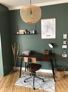 Decorative visit: the retro apartment in the attic of Glasses and Overalls . - Decorative visit: the retro apartment in the attic of Glasses and Overalls – private visit to the - Bedroom Green, Green Rooms, Green Walls, Decor Room, Living Room Decor, Bedroom Decor, Home Office Design, Home Office Decor, Home Office Paint Ideas