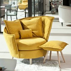 Welcome to Mia Stanza furniture in Nantwich, Cheshire. Suppliers of the Fama Volta chair on legs. Sofa Chair, Swivel Chair, Luxury Interior, Interior Design, Stylish Chairs, Eclectic Style, Mid Century Furniture, My Room, Living Room Decor