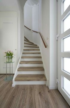Win an Upstairs stair renovation - Treppe - Basement Stairs, House Stairs, Carpet Stairs, Loft Stairs, Stair Renovation, Stairway Decorating, Staircase Remodel, Stair Makeover, Interior Stairs