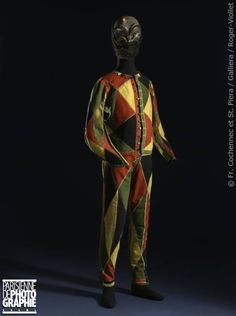 Harlequin costume, first half or middle of the century. Festival Costumes, Theatre Costumes, Fancy Costumes, Carnival Costumes, Historical Costume, Historical Clothing, Costume Harlequin, Habit Clothing, Palais Galliera