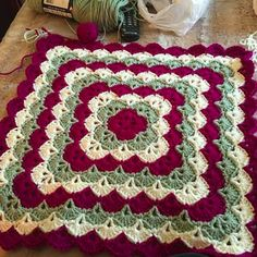 Discover thousands of images about Crochet Beautiful Shells Blanket - free pattern Crochet Motifs, Crochet Blocks, Crochet Squares, Crochet Blanket Patterns, Baby Blanket Crochet, Crochet Stitches, Crochet Baby, Free Crochet, Crochet Afghans