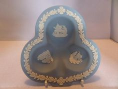 A Wedgwood Jasper ware pin tray in a clover or clubs shape. It has an oak leaf and acorn border with a Tudor rose top and bottom. Toast Rack, Leaf Border, Tudor Rose, Breakfast Set, Flower Spray, Oak Leaves, Wedgwood, Pale Pink, Jasper
