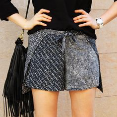 """Despite the short time we have left to move in to the fall season, I couldn't resist making a tutorial for DIY shorts. I call this type of shorts """"Wrap shorts"""" because you wear them rolled around . Sewing Pants, Sewing Clothes, Diy Clothing, Clothing Patterns, Shorts Diy, Como Fazer Short, Outfit Online, Shorts Tutorial, Diy Tutorial"""