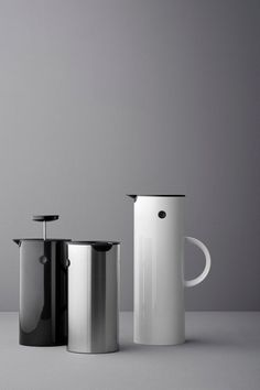 A true Danish design icon The vacuum jug with the unique rocker stopper was created by the Danish designer Erik Magnussen and is one of Stelton's best-selling designs ever. Besides the rocker stopper it has a screw cap for transportation of liquids.