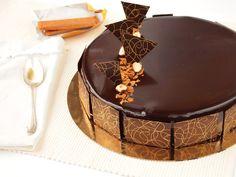 La recette du royal chocolat, une recette 100% chocolat et plaisir pour réviser le CAP pâtissier et les bases comme le glaçage miroir, etc.