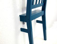 Redesign alter Stuhl türkis Holz Regal Upcycling von Schlüter Kunst und Design - Stühle, Kommoden, Regale, Modeschmuck auf DaWanda.com