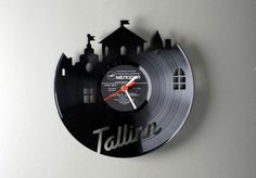 Pavel Sidorenko, a talented designer from Estonia, creates unique clocks by laser cutting recycled vinyl records into familiar shapes. RE_VINYL series of wall clocks gives new life to old music records. Lps, Home Clock, Diy Clock, Clock Art, Vinyl Platten, Diy Wanddekorationen, Vinyl Record Clock, Record Wall, Old Vinyl Records