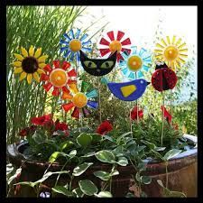 Glassworks Northwest - Brilliant Rainbow Daisy Flower Stake - Fused Glass Garden Art This perfect gl Garden Wall Art, Glass Garden Art, Metal Garden Art, Mosaic Garden, Glass Flowers, Flower Pots, Marigold Flower, Cat Plants, Perfect Glass