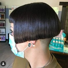 Aline Bob Haircuts, Stacked Bob Hairstyles, Cool Haircuts, Short Bob Cuts, Short Hair Cuts, Short Hair Styles, Bobs Video, Short Stacked Bobs, Undercut Bob