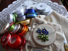 wstążki, haft,aut.M.S