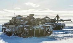 Leopard 2 A4NO tanks from Telemark Bataljon out in the Norwegian Arctic. Photo: Henrik Røyne