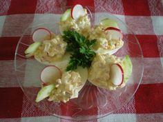 Jajka faszerowane rzodkiewką i zielonym ogórkiem.  Niebanalne, lekkie, wiosennie chrupiące.