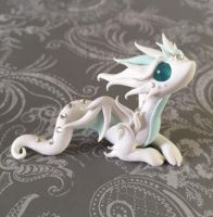 Good Photo Sculpture Clay dragon Concepts There are several varieties of clay used by porcelain figurine, most numerous in terms of taking on and also Polymer Clay Dragon, Cute Polymer Clay, Cute Clay, Polymer Clay Creations, Polymer Clay Crafts, Polymer Clay Figures, Fantasy Kunst, Fantasy Art, Sculpture Clay