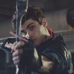 Alec and his bow. Alec Lightwood, Jace Wayland, Shadowhunters Malec, Shadowhunters The Mortal Instruments, Matthew Daddario, Cassandra Clare, Pretty Little Liars, Gossip Girl, Alec And Jace